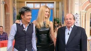 Adriana Volpe dans I Fatti Vostri - 11/10/11 - 112