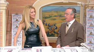Adriana Volpe dans I Fatti Vostri - 11/10/11 - 23
