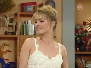 Marie Chevalier dans les Nouvelles Filles d'a Cote - 08/07/12 - 14