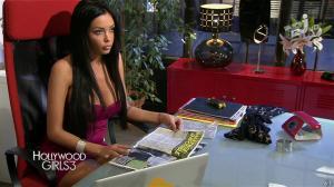 Nabilla Benattia dans Hollywood Girls - 19/12/13 - 04