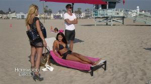 Nabilla Benattia et Shauna Sand dans Hollywood Girls - 20/12/13 - 01