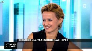 Caroline Roux dans C dans l Air - 17/10/14 - 04
