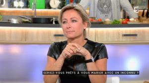 Anne-Sophie Lapix dans C à Vous - 04/11/16 - 29