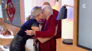 Anne-Sophie Lapix dans C à Vous - 04/11/16 - 30