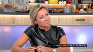 Anne-Sophie Lapix dans C à Vous - 04/11/16 - 32