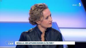 Caroline Roux dans C dans l'Air - 12/02/19 - 02