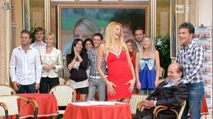 Adriana Volpe dans I Fatti Vostri - 04/10/11 - 11