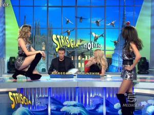 Michelle Hunziker, FederiÇa Nargi, Costanza Caracciolo et Veline dans Striscia la Notizia - 12/02/10 - 05