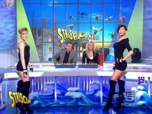 Michelle Hunziker, Federica Nargi, Costanza Caracciolo et Veline dans Striscia la Notizia - 13/03/10 - 04
