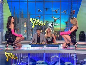 Michelle Hunziker, FederiÇa Nargi, Costanza Caracciolo et Veline dans Striscia la Notizia - 16/02/10 - 05