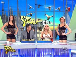 Michelle Hunziker, Federica Nargi, Costanza Caracciolo et Veline dans Striscia la Notizia - 16/03/10 - 02