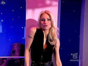 Michelle Hunziker dans Striscia la Notizia - 02/03/10 - 01