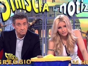 Michelle Hunziker dans Striscia la Notizia - 04/03/10 - 06