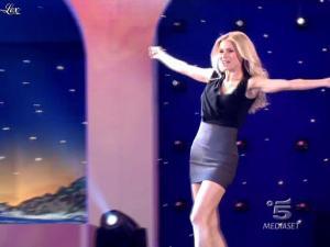 Michelle Hunziker dans Striscia la Notizia - 10/02/10 - 01