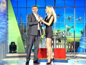 Michelle Hunziker dans Striscia la Notizia - 10/02/10 - 02