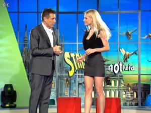 Michelle Hunziker dans Striscia la Notizia - 10/02/10 - 03