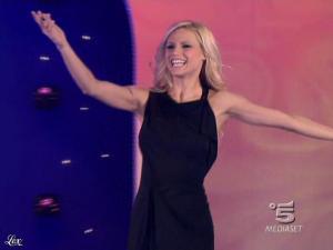 Michelle Hunziker dans Striscia la Notizia - 12/02/10 - 01