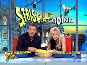 Michelle Hunziker dans Striscia la Notizia - 12/02/10 - 06