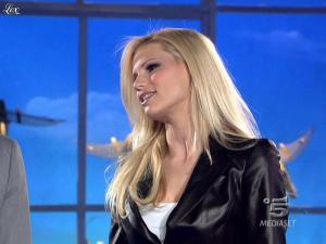 Michelle Hunziker dans Striscia la Notizia - 13/03/10 - 03