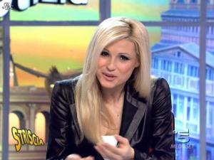 Michelle Hunziker dans Striscia la Notizia - 13/03/10 - 06
