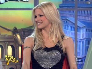 Michelle Hunziker dans Striscia la Notizia - 16/02/10 - 04