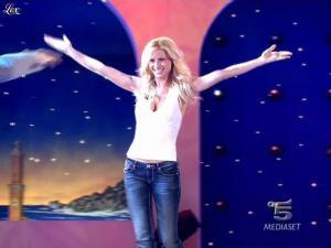 Michelle Hunziker dans Striscia la Notizia - 16/03/10 - 01