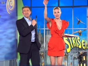 Michelle Hunziker dans Striscia la Notizia - 17/02/10 - 02
