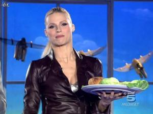 Michelle Hunziker dans Striscia la Notizia - 20/02/10 - 02