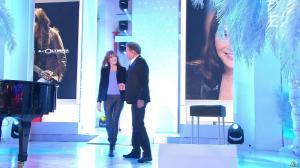 Carla Bruni dans Vivement Dimanche - 14/12/14 - 01