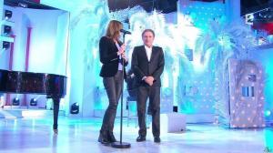 Carla Bruni dans Vivement Dimanche - 14/12/14 - 02