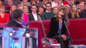 Carla Bruni dans Vivement Dimanche Prochain - 14/12/14 - 01