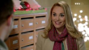 Joy Esther dans Nos Chers Voisins Fêtent Noël - 26/12/14 - 28