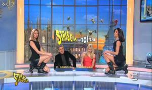 Michelle Hunziker, Federica Nargi, Costanza Caracciolo et les Veline dans Striscia la Notizia - 16/02/12 - 08