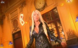 Virginie Caprice dans Paparanews - 11/04/09 - 24