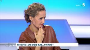 Caroline Roux dans C dans l'Air - 02/12/19 - 07