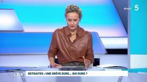 Caroline Roux dans C dans l'Air - 02/12/19 - 10