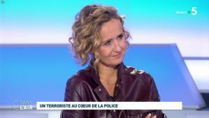 Caroline Roux dans C dans l'Air - 07/10/19 - 07