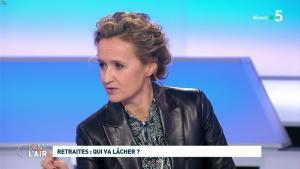 Caroline Roux dans C dans l'Air - 09/12/19 - 07