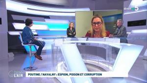 Caroline Roux dans C dans l'Air - 28/01/21 - 20