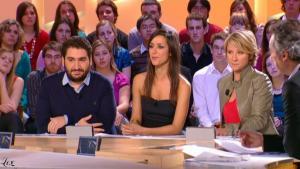 Elise Chassaing dans le Grand Journal De Canal Plus - 02/02/10 - 1