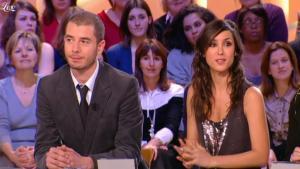 Elise Chassaing dans le Grand Journal De Canal Plus - 08/02/10 - 2