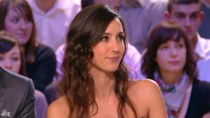 Elise Chassaing dans le Grand Journal De Canal Plus - 09/02/10 - 2