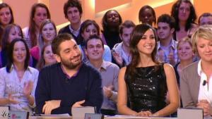 Elise Chassaing dans le Grand Journal De Canal Plus - 11/02/10 - 1