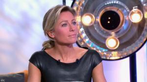 Anne-Sophie Lapix dans C à Vous - 04/10/13 - 38