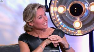 Anne-Sophie Lapix dans C à Vous - 04/10/13 - 43