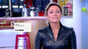 Anne-Sophie Lapix dans C à Vous - 13/12/13 - 01