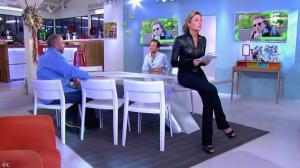 Anne-Sophie Lapix dans C à Vous - 13/12/13 - 03