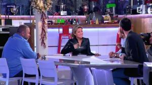 Anne-Sophie Lapix dans C à Vous - 13/12/13 - 06