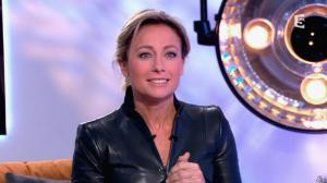 Anne-Sophie Lapix dans C à Vous - 13/12/13 - 21