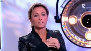 Anne-Sophie Lapix dans C à Vous - 13/12/13 - 22